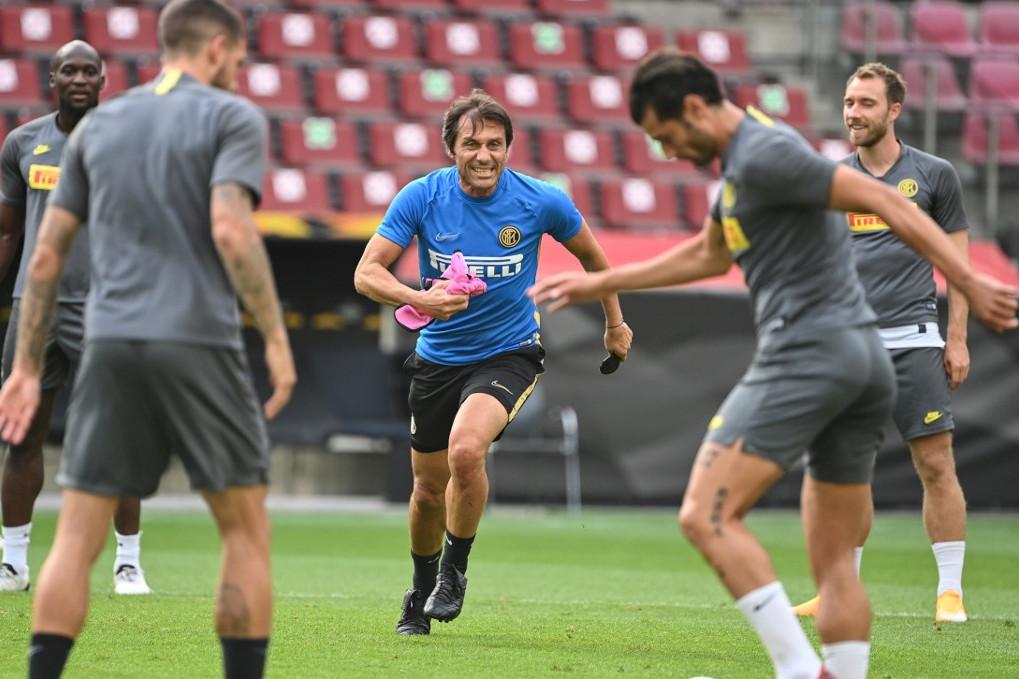 Nem lehet azt mondani, hogy Antonio Conte edző (k) nem venné ki a részét a felkészülésből