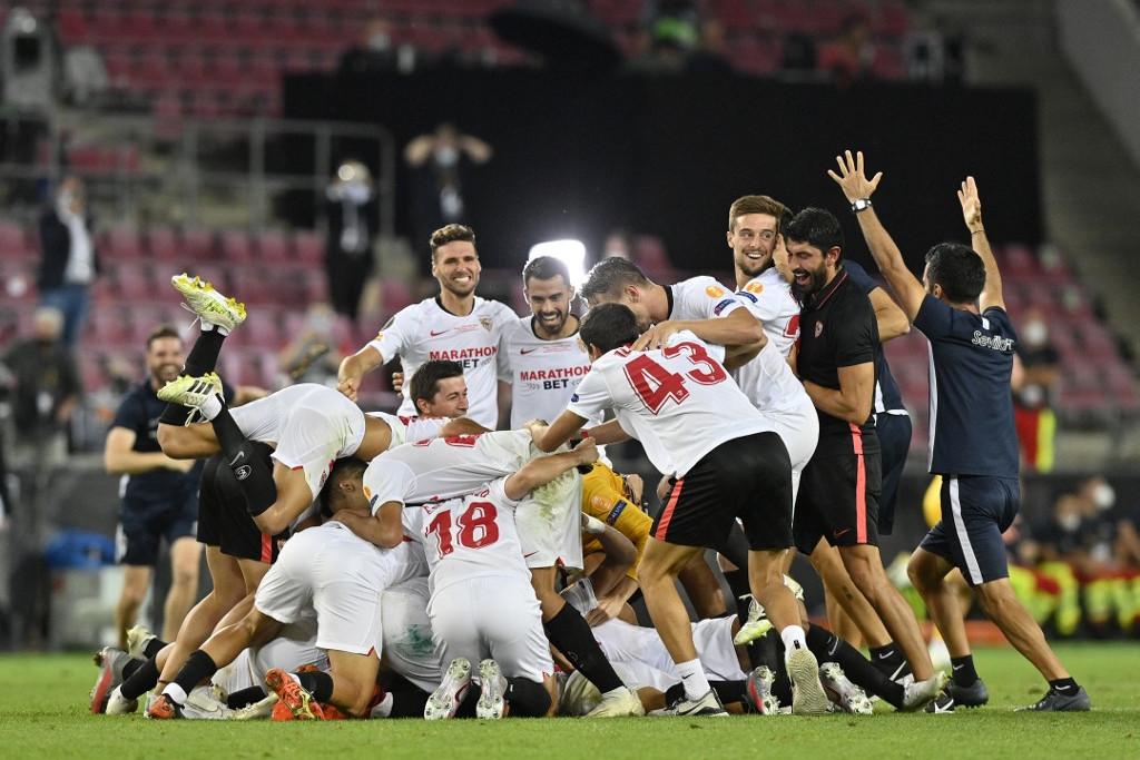 A Sevilla játékosainak öröme a lefújás után