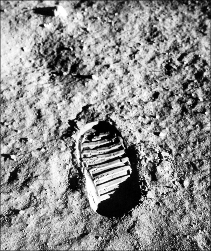 Armstrong lábnyoma a Holdon