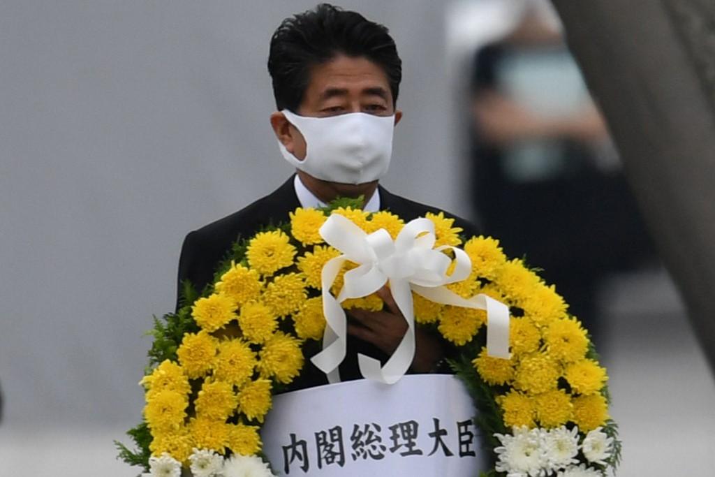 A hirosimai megemlékezésen részt vevő Abe Sindzó japán miniszterelnök