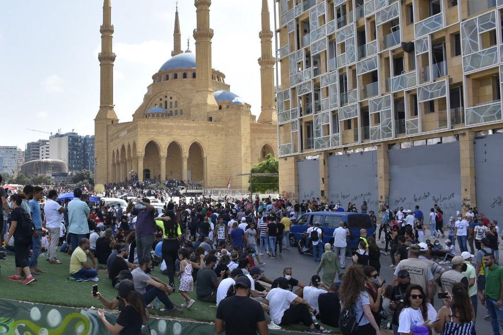 Több ezer ember gyűlt össze szombaton Bejrút belvárosában