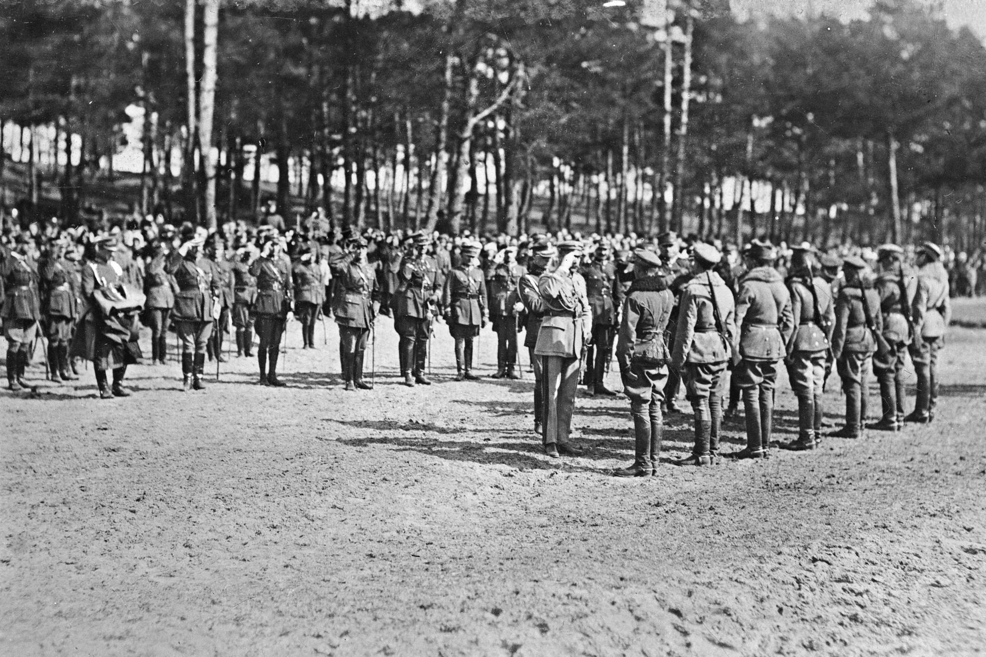 Józef Piłsudski marsall tiszteletadása