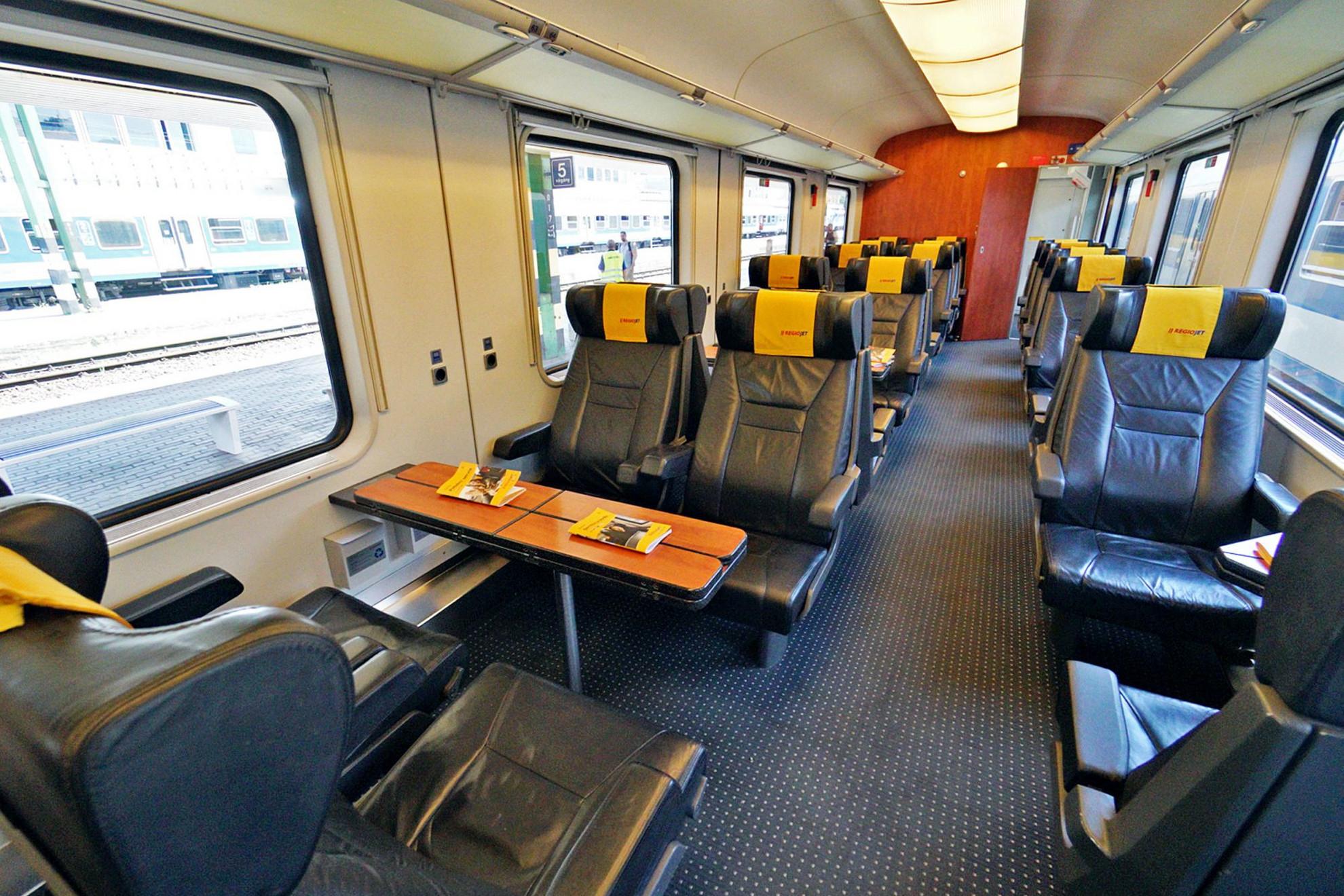 A Relax osztályon az osztrák vasút korábbi első osztályú kocsijai közlekednek