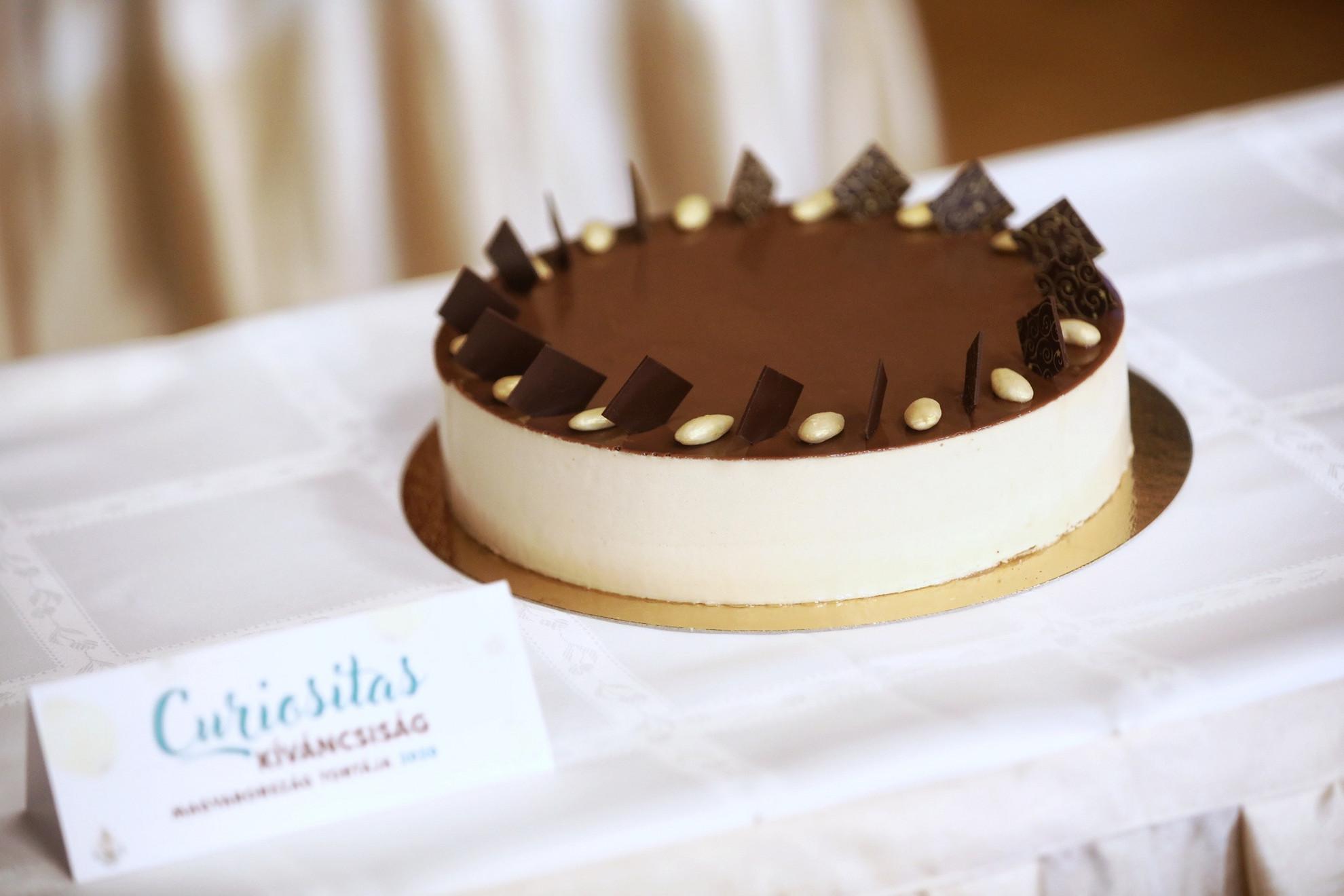 Magyarország tortája versenyt idén a tápiószecsői Hisztéria Cukrászda Curiositas - magyarul kíváncsiság, különleges - tortája nyerte