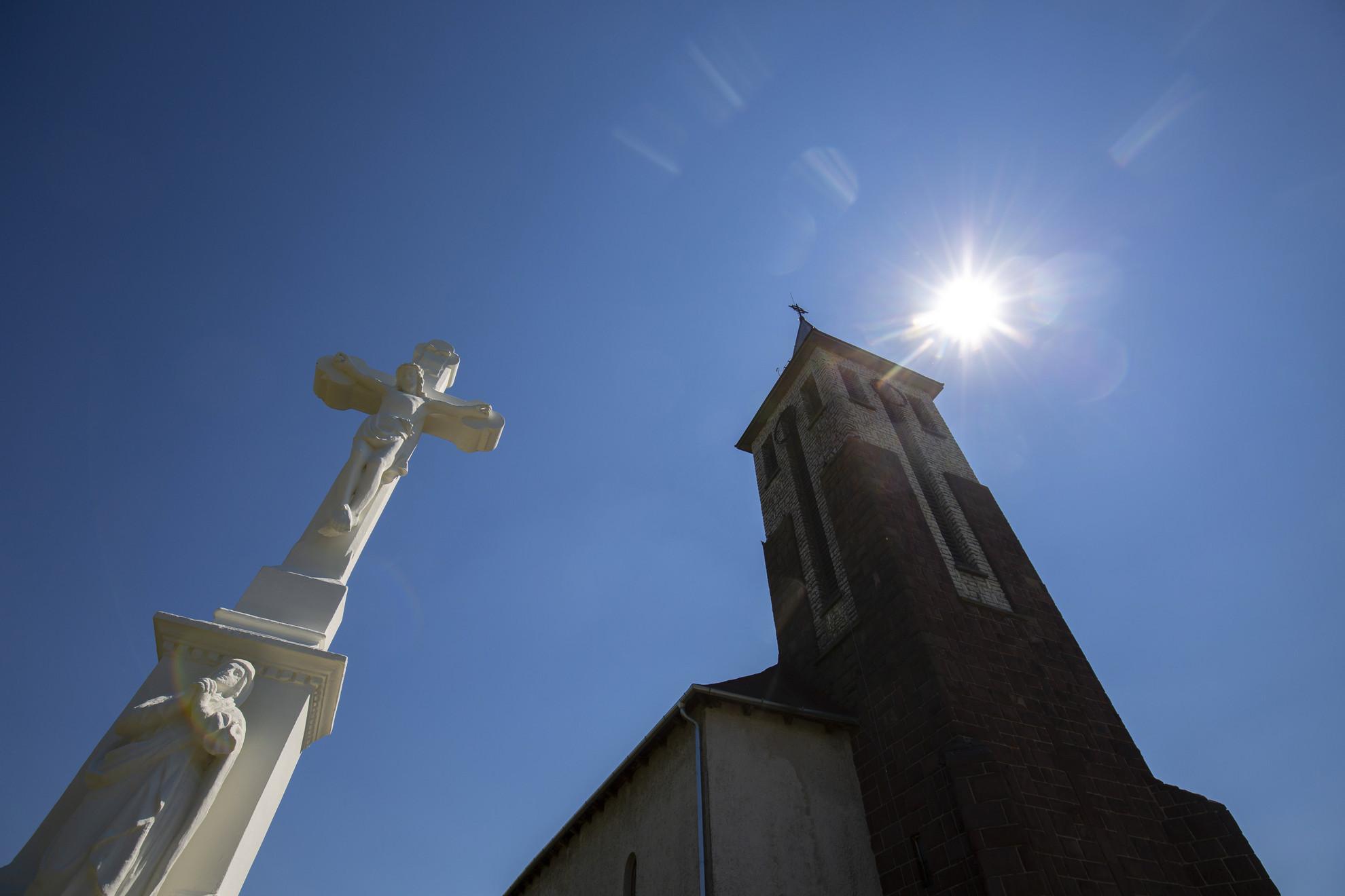 A kormányzati támogatással felújított katolikus plébániatemplom a Zala megyei Pölöskén a felszentelési ünnepség napján