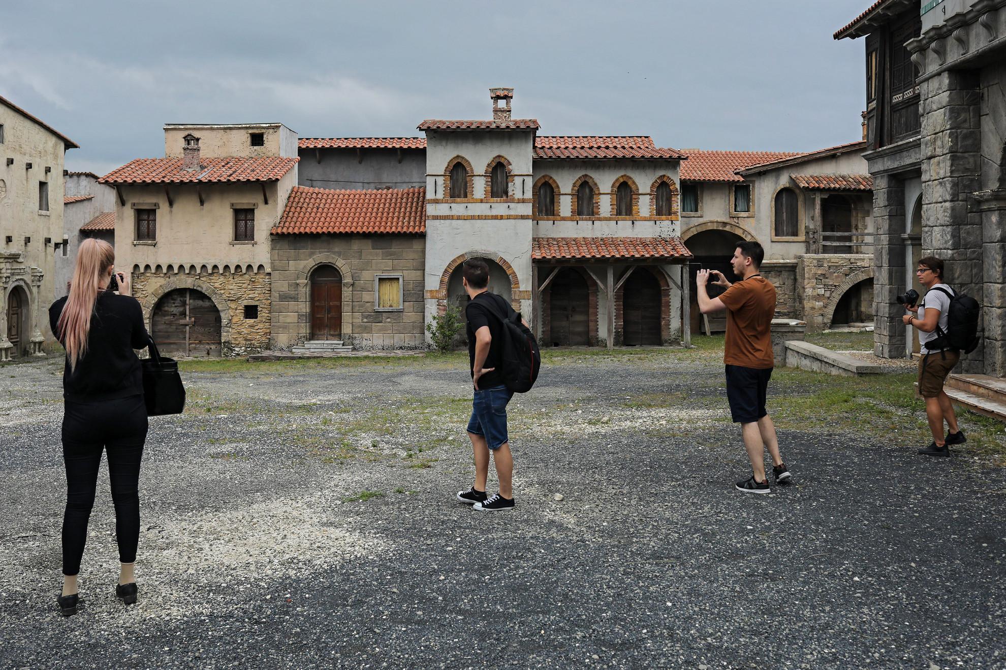 A látogatók izgalmas előadást kapnak a filmkészítés kulisszatitkairól és folyamatának részleteiről