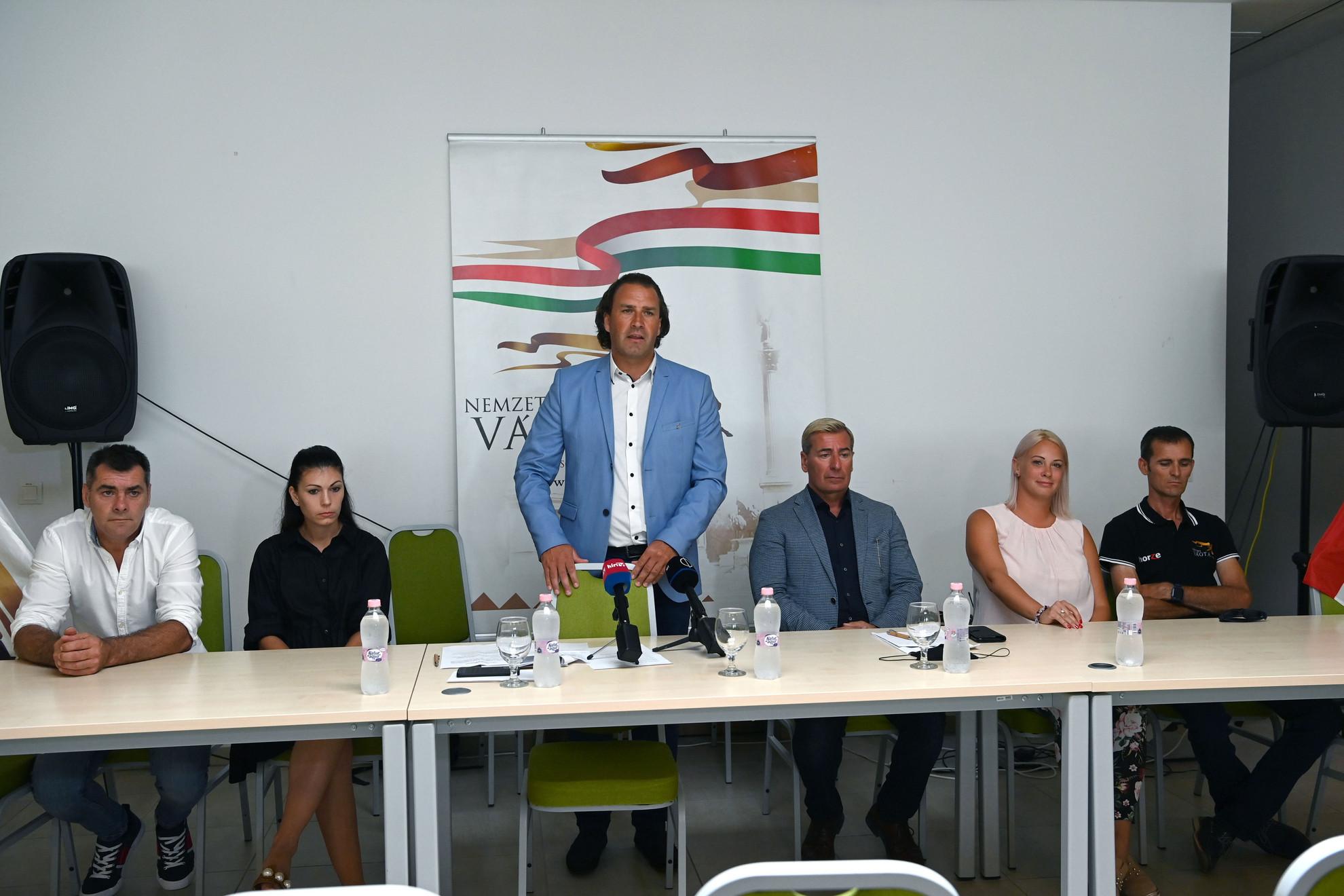 Szotyori Nagy Kristóf versenyigazgató (b3), Lázár Vilmos, a Nemzeti Vágta elnöke (j3), valamint az elővágták szervezői, Winkler Zsolt (b), Bakó Bianka (b2), Katona Linda (j2) és Zajzon András (j)