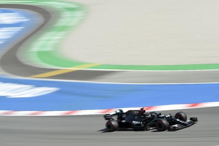 Hamilton nyerte a Portugál Nagydíj időmérő edzését