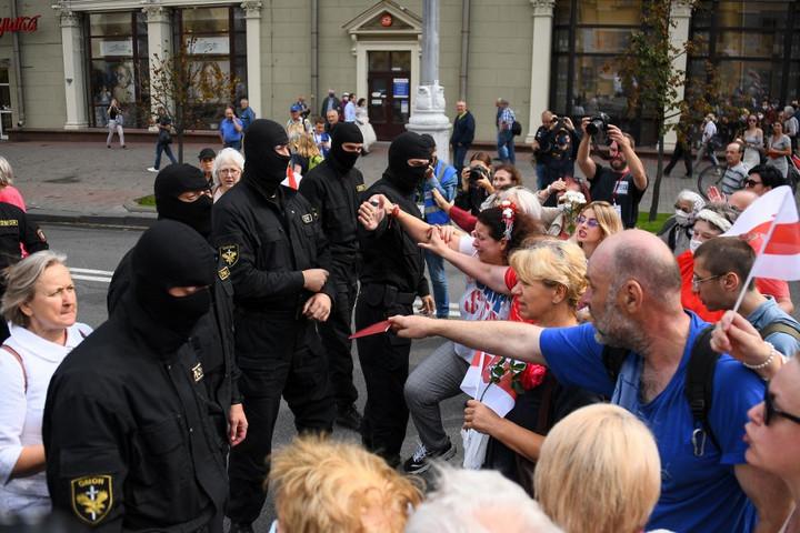 Ismét tízezrek tüntettek Minszkben