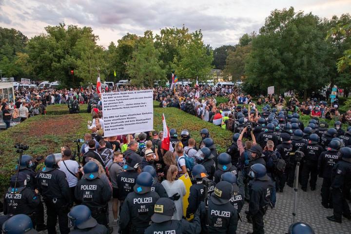 Több tízezren tüntettek Berlinben a járványügyi korlátozások ellen