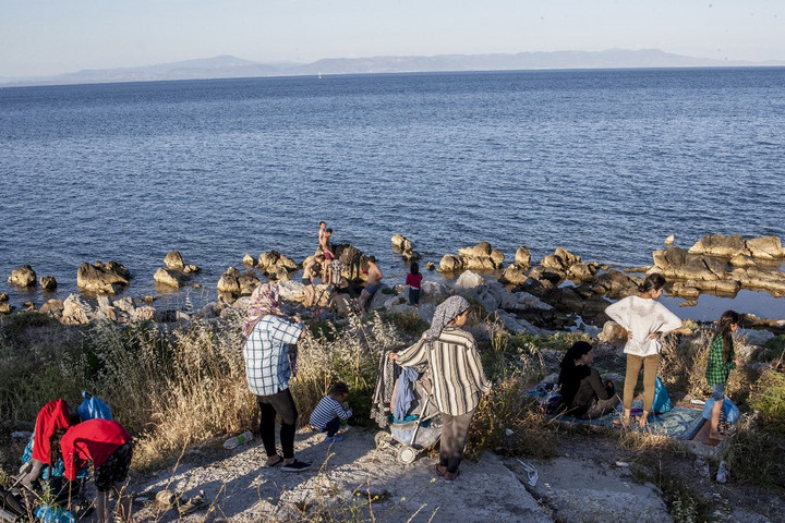 Felborult egy migránsokat szállító csónak Rodosznál