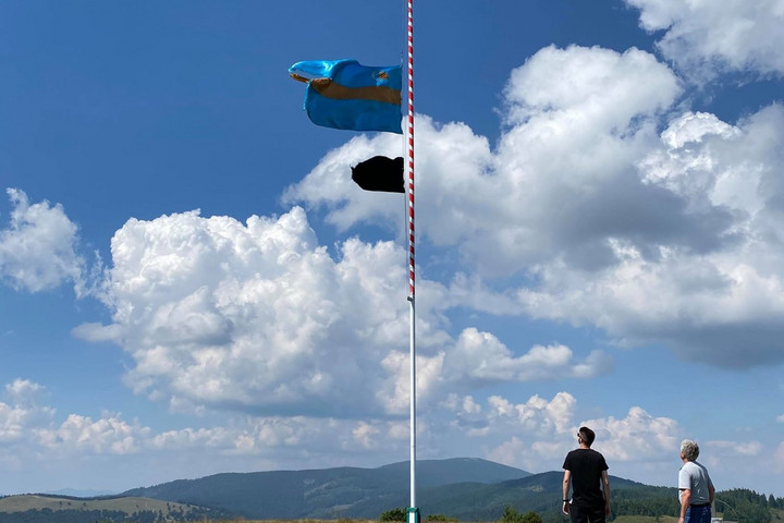 Újra lobog a székely zászló a Gyepár-tetőn