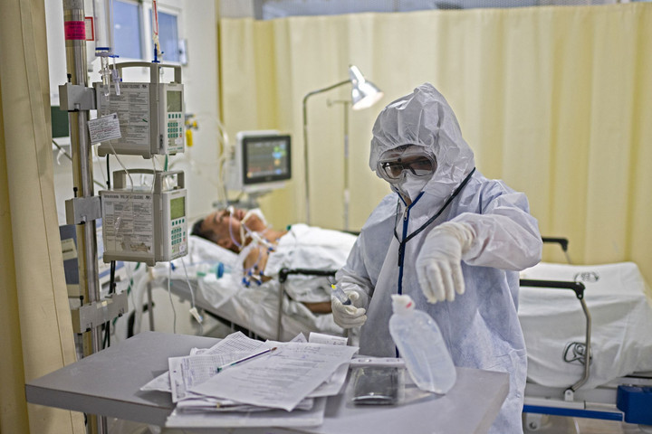 Októberben jöhet az orosz vakcina, Mexikót legyűrheti a koronavírus