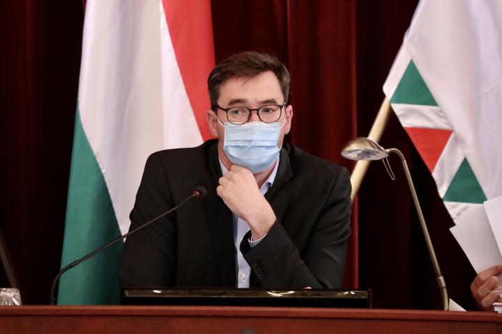 Fidesz: Az egyik szemünk sír, a másik nevet