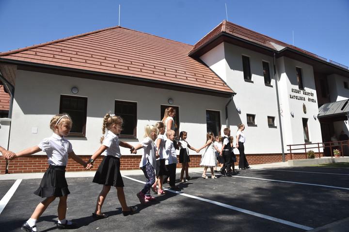 Soltész Miklós: A gyermeknevelésben sokat segít a keresztény egyházak tanítása