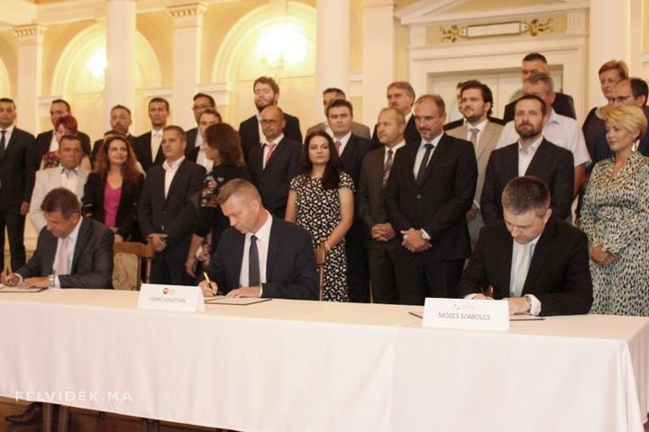 Egységes érdekképviselet létrehozásáról állapodtak meg a felvidéki magyar pártok