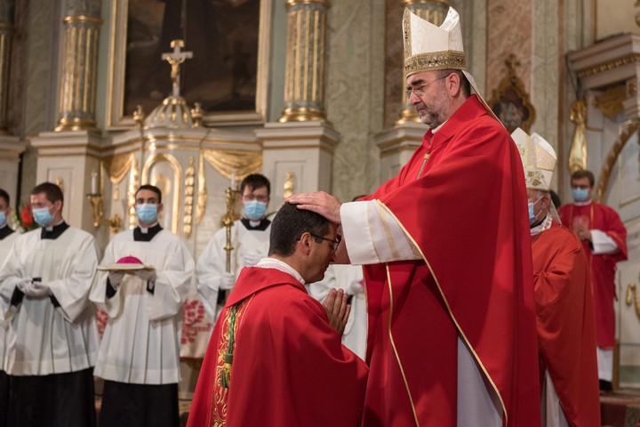 Beiktatták hivatalába a gyulafehérvári főegyházmegye segédpüspökét