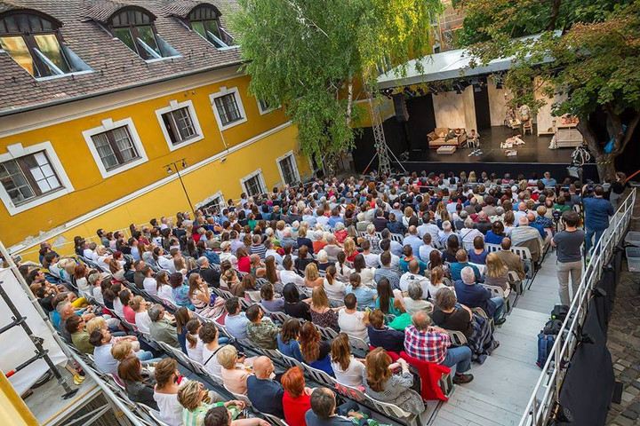 Retrospektív előadással nyílik meg a Szentendrei Teátrum nyári évada