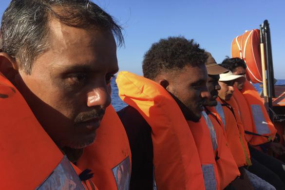 Virágzik a migránstaxiztatás