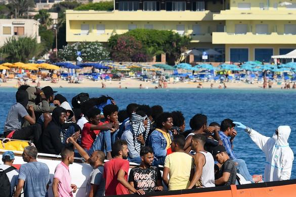 Megkezdődött a lampedusai migránstáborok ismételt kiürítése