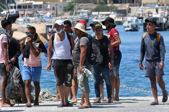 Kétszáz tunéziai bevándorló érkezett Lampedusa szigetére
