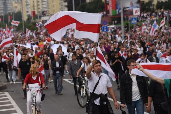 Azonnali nemzeti párbeszédet sürget az ET Belaruszban