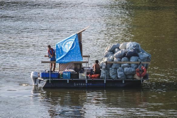 Több mint nyolc tonna hulladékot gyűjtöttek össze a PET Kupán a Tisza árteréből