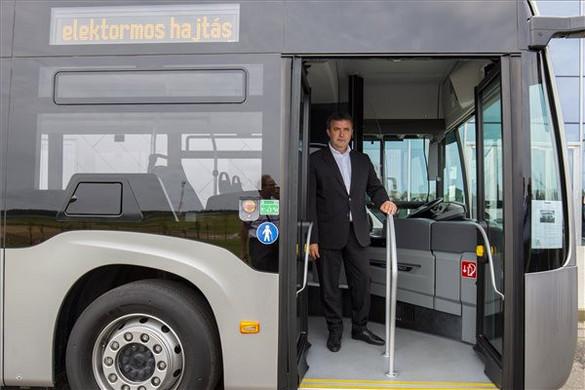 Palkovics: Tíz év alatt lecserélhető a városi buszállomány fele