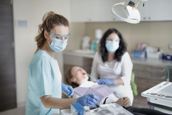 A WHO nem tanácsolja a fogászatban az aeroszollal járó eljárások alkalmazását