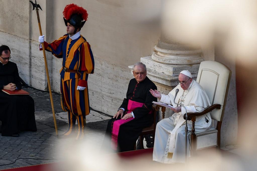 A katolikus egyházfő a vatikáni Apostoli Palota Szent Damáz-udvarán beszélt korlátozott számú hívőhöz