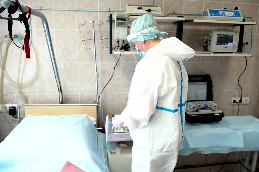 Ismét ötezer felé emelkedett az új fertőzöttek száma Oroszországban