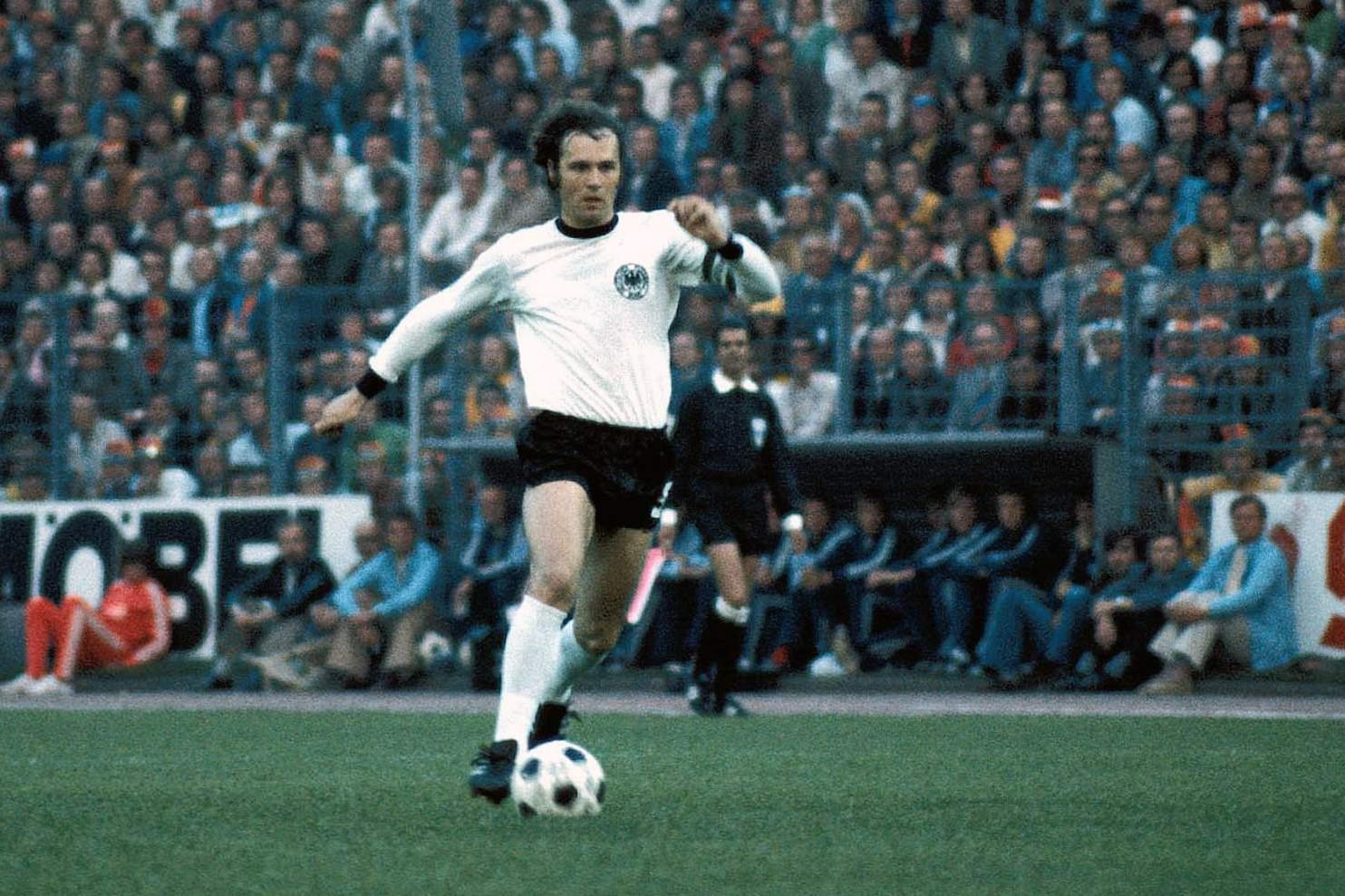 Beckenbauer elegáns játéka miatt kapta a Császár becenevet