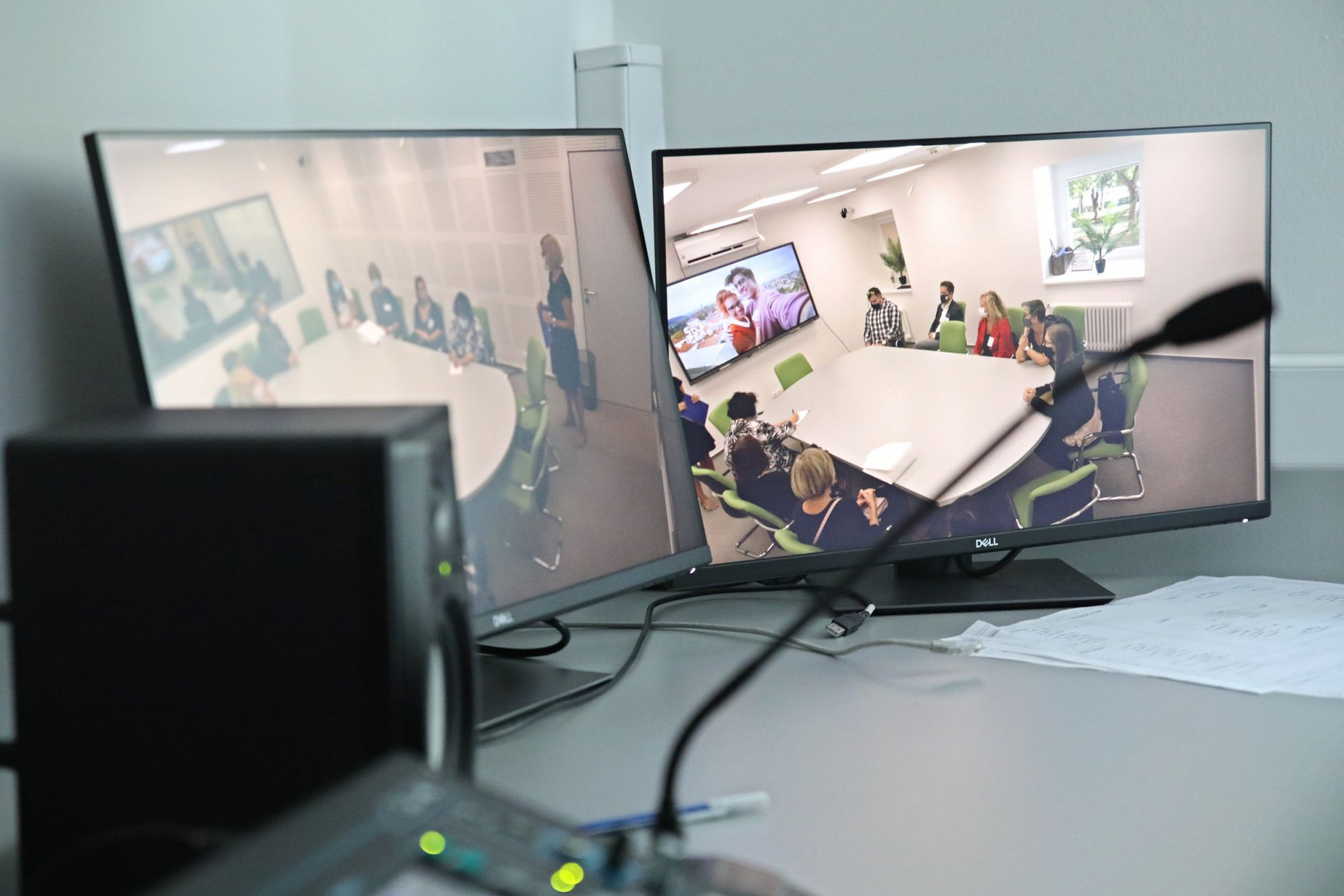 A technikai szobában a fókuszcsoportos viták szinkrontolmácsolása is lehetséges