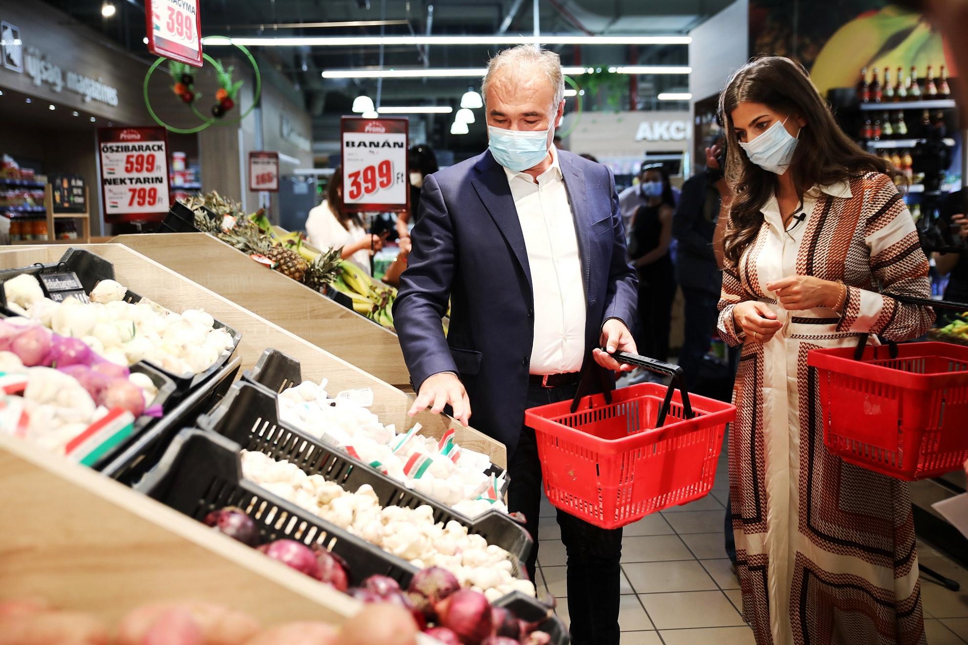 A vásárlók egyre inkább az ár-érték alapján hozzák meg döntéseiket, emellett sokan és egyre többen a magyar termékeket választják