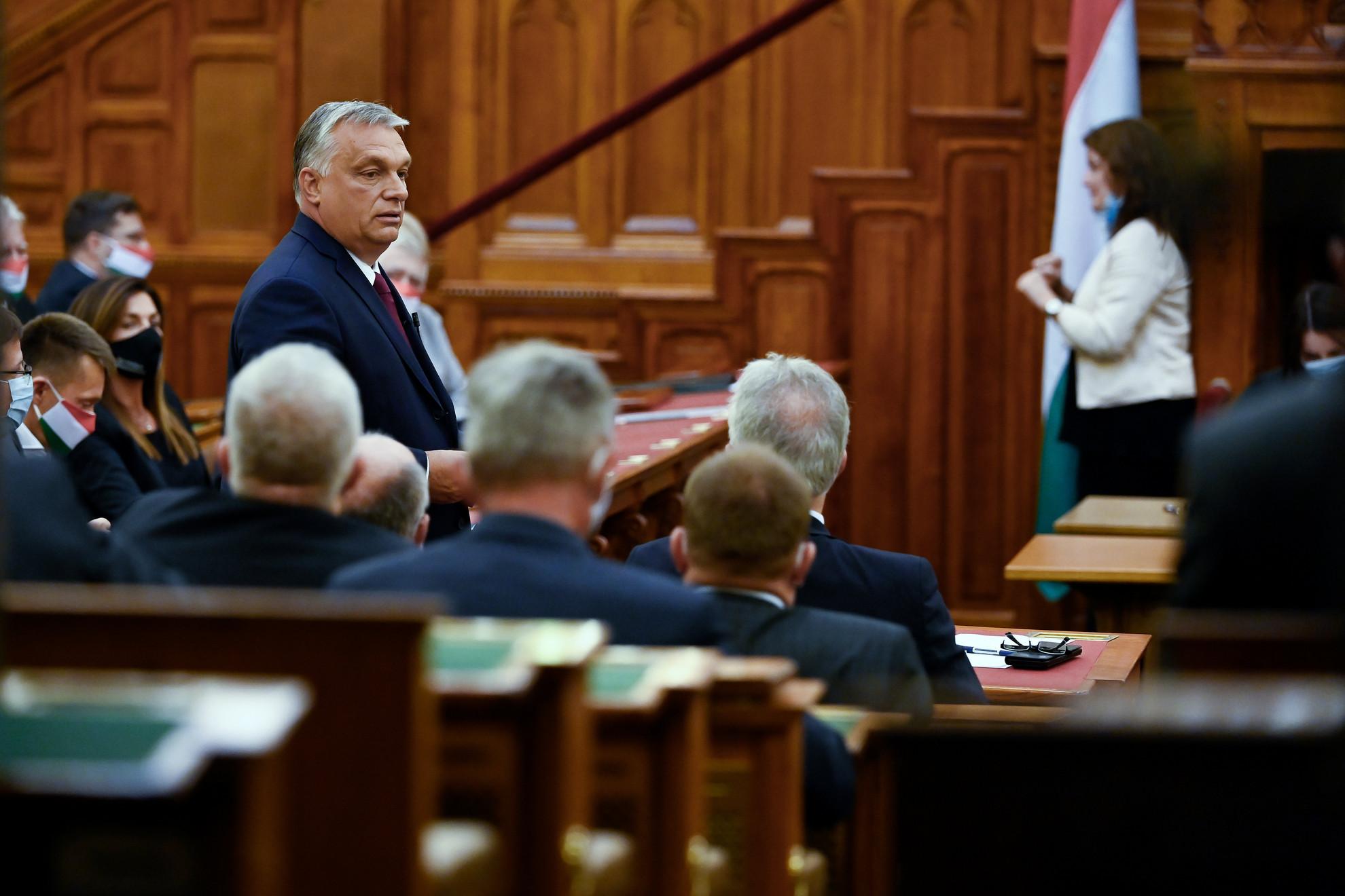 Orbán Viktor miniszterelnök napirend előtt válaszol a pártok felszólalóinak az Országgyűlés plenáris ülésén 2020. szeptember 21-én