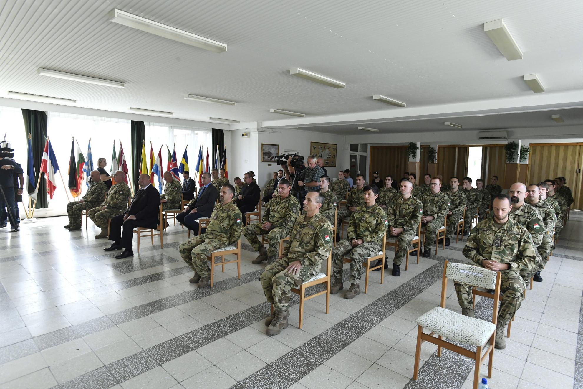 A Magyar Honvédség Anyagellátó Raktárbázison tartott ünnepi állománygyűlés résztvevői