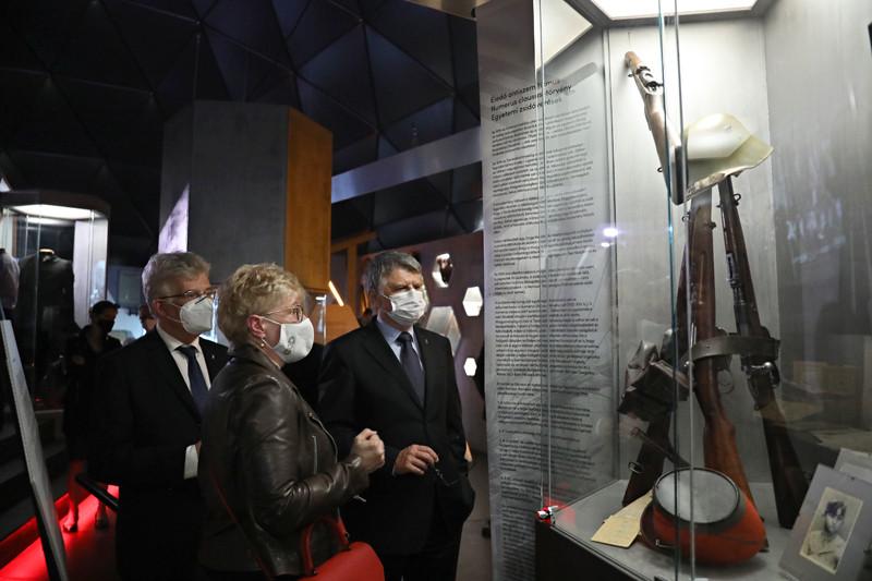 A kiállítás tárgyszerűen mutatja be a Trianonhoz vezető út mérföldköveit