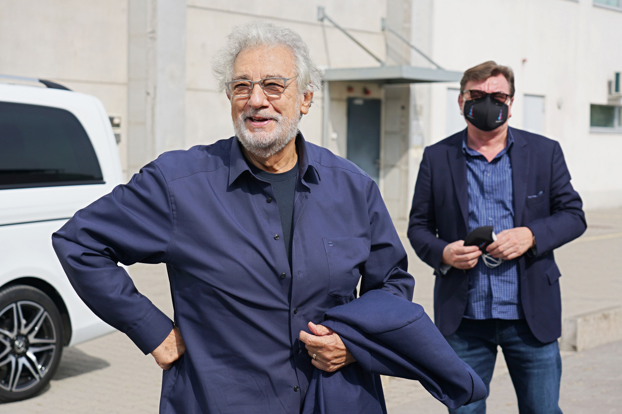 Plácido Domingo nem vett részt a sajtótájékoztatón, de a forgatás előtt köszöntötte a sajtó képviselőit
