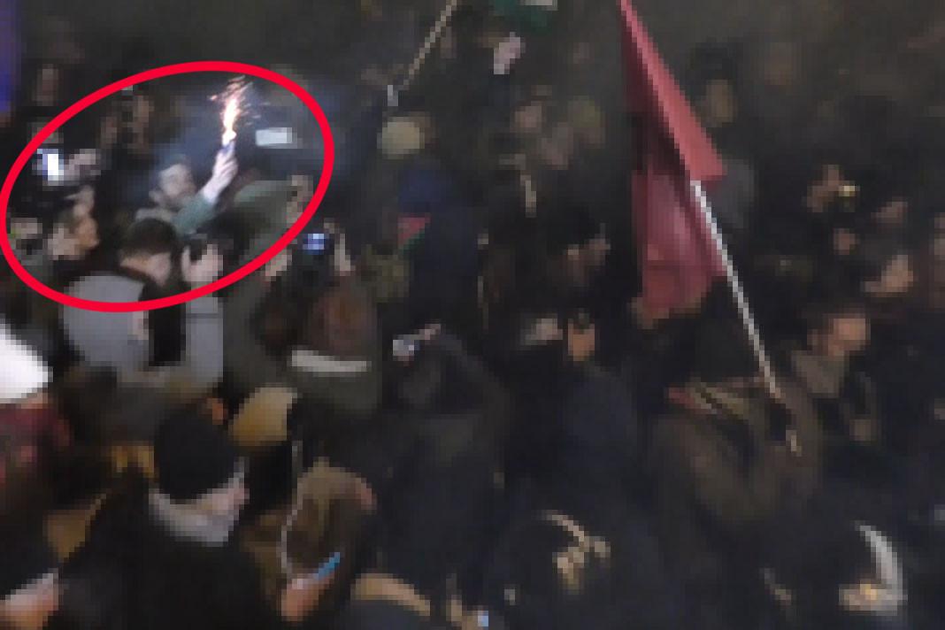 Fekete-Győr András az erőszakos akciója közben