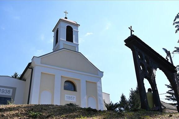 Az Esztergomhoz tartozó Pilisszentlélek megújult Szentlélek-plébániatemploma