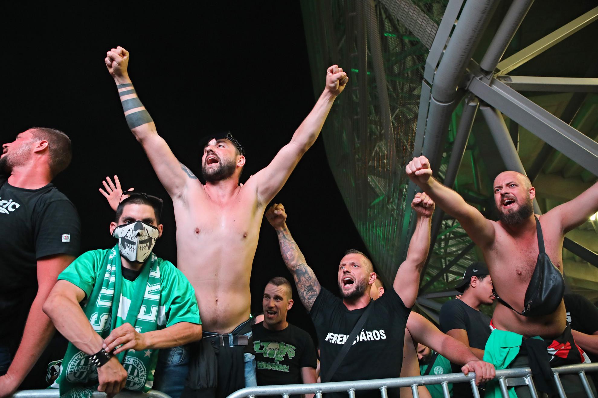 A Fradi játékosait lelkes tömeg éltette