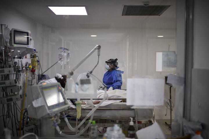 Romániában meghaladta a tízezret a járvány halálos áldozatainak száma