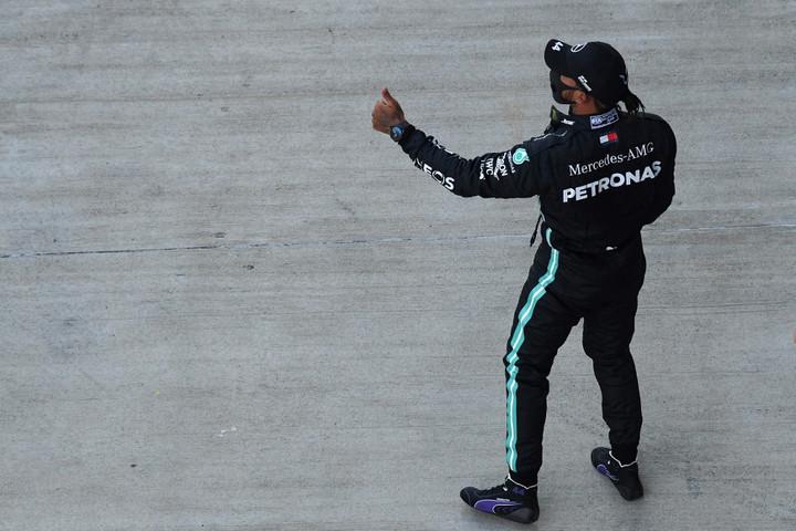 Hamilton nagy fölénnyel a pole pozícióban