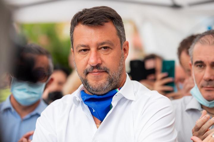 Megtámadták kampánykörútján Matteo Salvinit