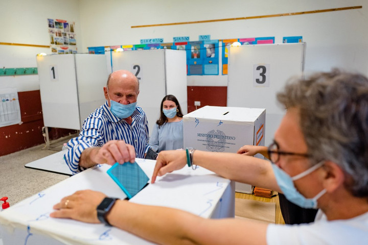 A korábbinál alacsonyabb részvétellel zárult az olasz helyhatósági választások első napja