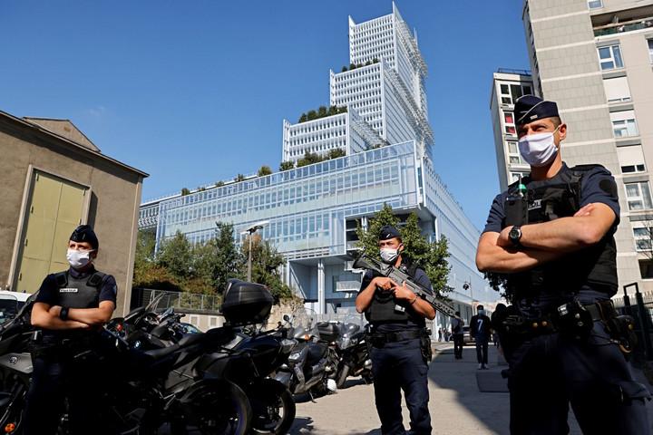 Kezdődik a párizsi terrorper