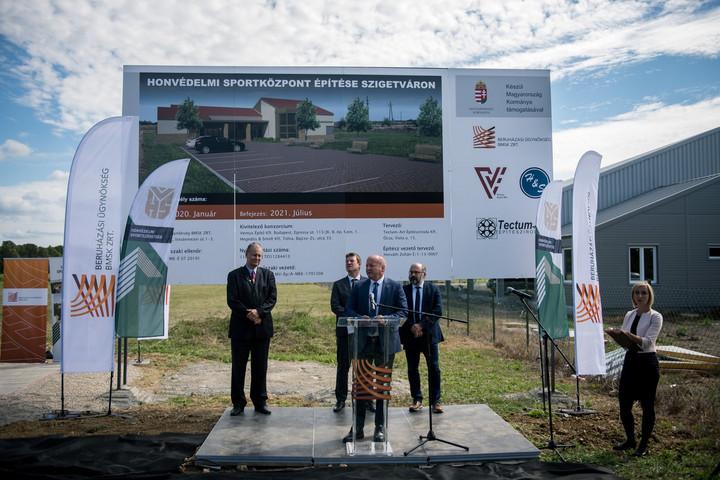 Simicskó: A honvédelmi sportközpontok erősítik a közösségépítést
