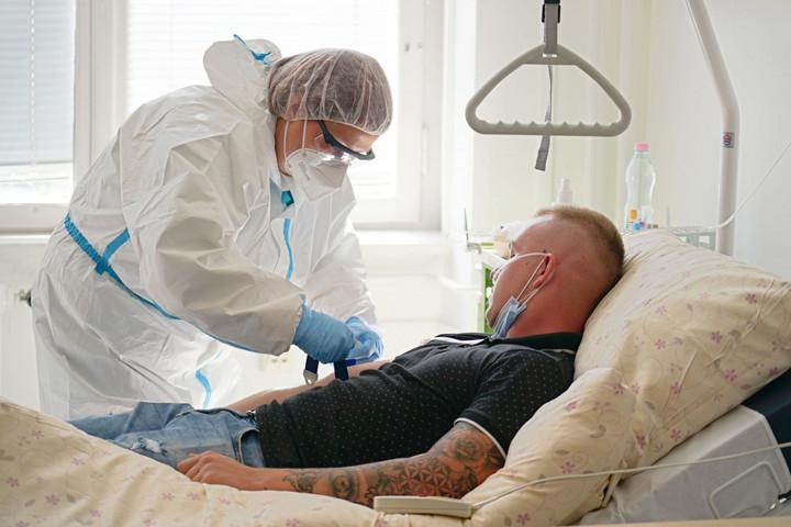 Újabb 876 koronavírusos beteg van Magyarországon