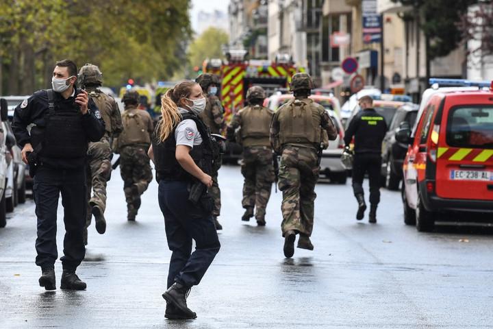 Megsebesítettek négy embert a Charlie Hebdo egykori székhelyénél