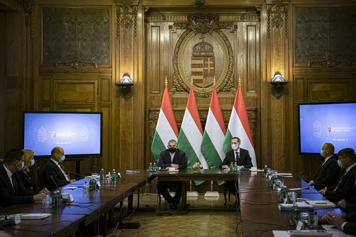 Orbán: Hat hónappal meghosszabbítja a kormány a hitelmoratóriumot